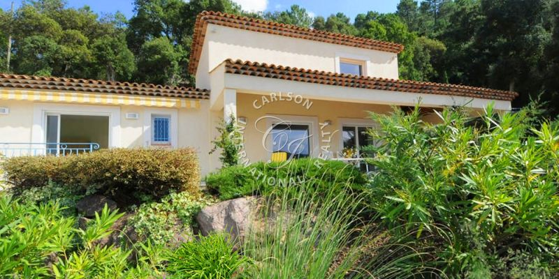 10 minutes to Mandelieu : Beautiful Villa nestled in a green setting not overlooked .